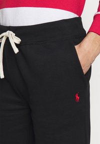 Polo Ralph Lauren - THE CABIN FLEECE SHORT - Shorts - black - 4