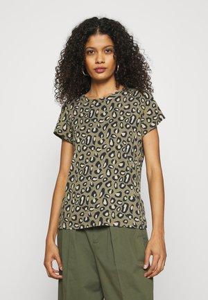 COZY SLUB CREW - Camiseta estampada - cool leopard