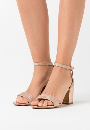 WIDE FIT ZAN SHIMMER MID BLOCK - Sandalen met hoge hak - rose gold
