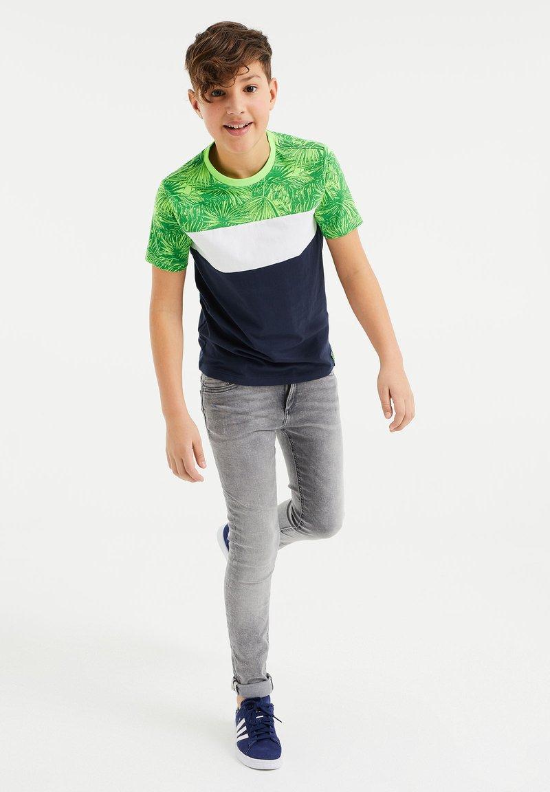 WE Fashion - MET COLOURBLOCK - Print T-shirt - green