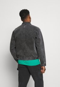 Carhartt WIP - STETSON JACKET PARKLAND - Giacca di jeans - black worn washed - 2
