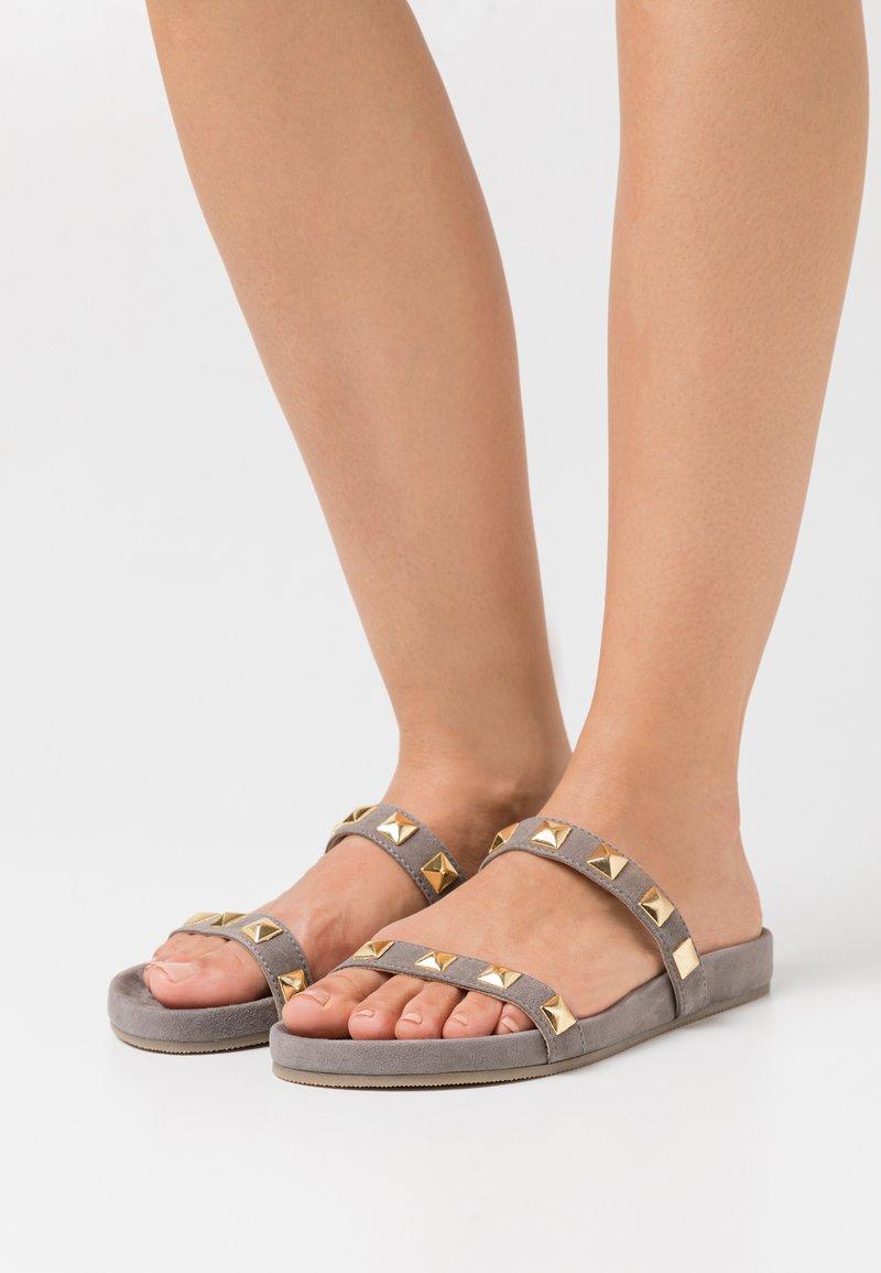 Copenhagen Shoes - EVIE 21 - Mules - taupe