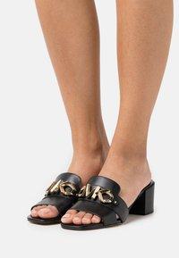MICHAEL Michael Kors - IZZY MULE - Pantofle na podpatku - black - 0