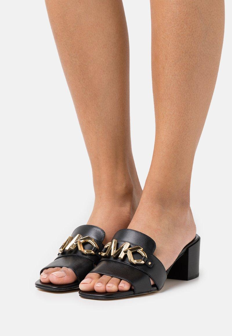 MICHAEL Michael Kors - IZZY MULE - Pantofle na podpatku - black