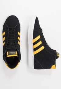 adidas Originals - BASKET PROFI - Sneakers hoog - core black/bold gold/footwear white - 1