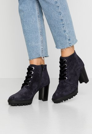 High heeled ankle boots - ocean