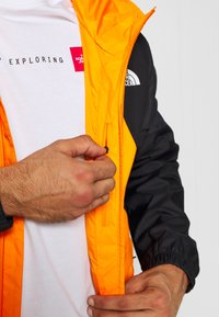 The North Face - MEN'S FARSIDE JACKET - Hardshelljacka - flame orange - 5