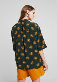 Monki - TAMRA BLOUSE - Button-down blouse - dark green - 2
