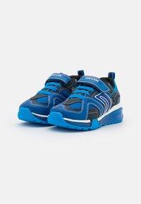 Geox - BAYONYC BOY - Zapatillas - royal/light blue - 1