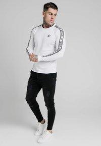 SIKSILK - RAGLAN - Pullover - white - 1