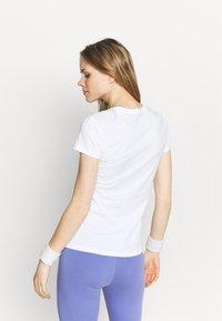Puma - METALLIC LOGO TEE - Camiseta estampada - white/silver - 2