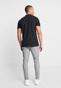 Brave Soul - STERLING - Kalhoty - black/white - 2