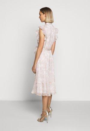 CRINKLE DRESS - Skjortklänning - mascarpone cream
