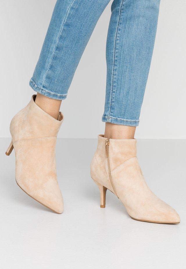 VALENTINE  - Ankelstøvler - nude