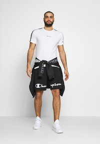 Champion - BERMUDA - Sports shorts - black - 1