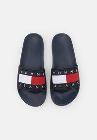 Tommy Jeans - FLAG POOL SLIDE - Mules - twilight navy - 5