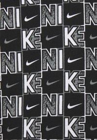 Nike Sportswear - TEE HIGHER - T-shirt med print - white/black - 2