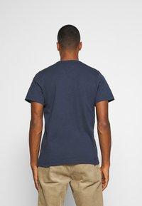 Tommy Jeans - REGULAR CORP LOGO CNECK - T-shirt basic - twilight navy - 2
