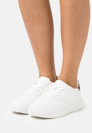 WIDE FIT ALICE - Sneakersy niskie - white