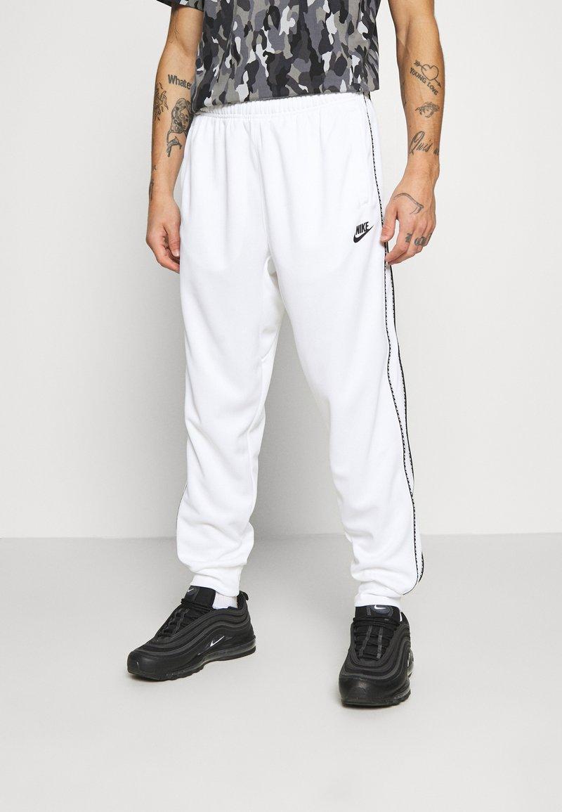 Nike Sportswear - REPEAT - Teplákové kalhoty - white