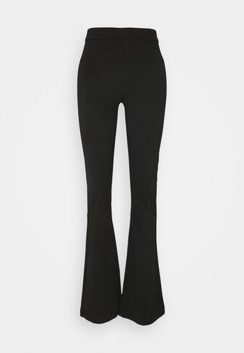 VMKAMMA FLARED PANT - Bukse - black