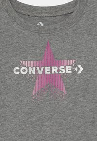 Converse - GRAPHIC CAPRI SET  - Leggings - grey heather - 3