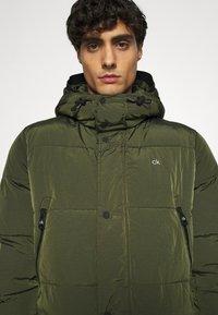 Calvin Klein - CRINKLE LONG LENGTH JACKET - Zimní kabát - green - 6