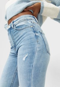 Stradivarius - Jeansy Skinny Fit - mottled light blue - 3