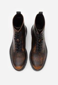 Iro - CANTRELL - Šněrovací kotníkové boty - dark brown - 3