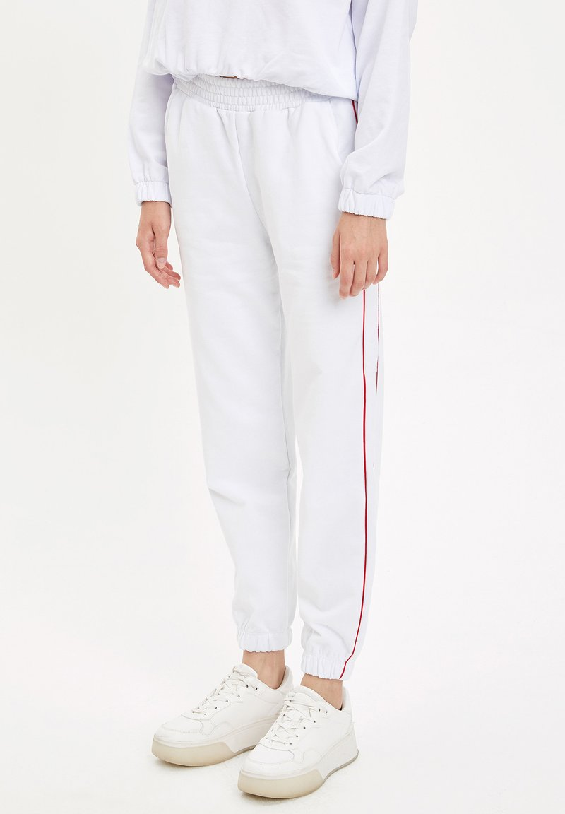 DeFacto Fit - Tracksuit bottoms - white