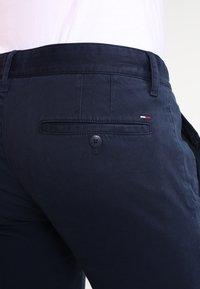 Tommy Jeans - SLIM FERRY - Chinos - navy blazer - 4