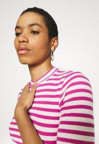 Selected Femme - SLFANNA CREW NECK TEE - Print T-shirt - rose/violet - 4