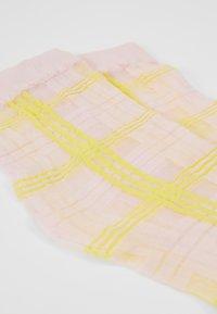 Swedish Stockings - GRETA TARTAN SOCKS - Socks - light pink/neon yellow - 2