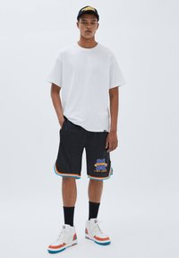 PULL&BEAR - BASKETBALL  SPACE JAM - Sports shorts - mottled black - 1