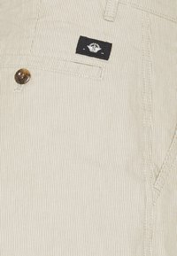 DOCKERS - ALPHA ICON TAPERED - Trousers - elm moonstruck - 2