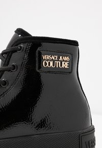 Versace Jeans Couture - HIGH UPPER PLATFORM SOLE - Sneakersy wysokie - nero - 2
