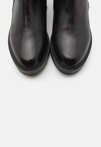 Pavement - JEMMA LONG - Classic ankle boots - black garda - 5