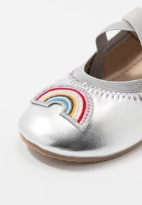 Cotton On - KIDS PRIMO - Ballet pumps - silver