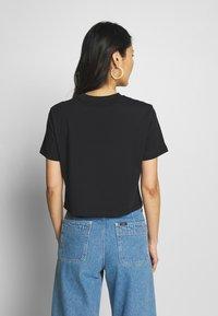 Calvin Klein Jeans - MONOGRAM MODERN STRAIGHT CROP - T-shirt con stampa - black - 2