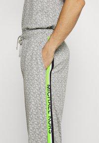 Michael Kors - PEACHED PANT - Pyjama bottoms - grey/multi - 3