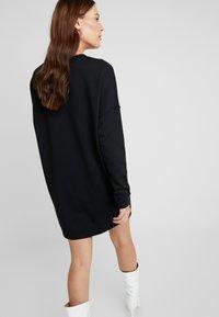 Calvin Klein Jeans - MONOGRAM CREWNECK DRESS - Denní šaty - black beauty - 3