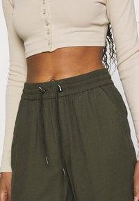 ONLY - ONLKELDA EMERY PULL UP PANTS - Pantalones deportivos - grape leaf - 3
