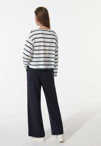 OYSHO - Long sleeved top - white - 2