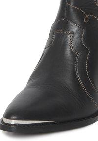 ICHI - Cowboy/biker ankle boot - black - 5