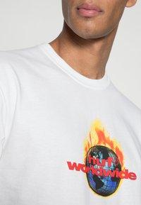 HUF - GLOBAL WARNING - T-shirt imprimé - white - 4