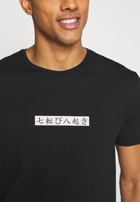 YOURTURN - T-shirt print - black - 5