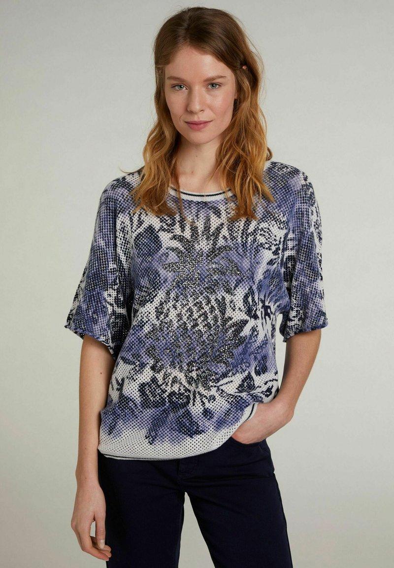 Oui - MIT KURZEN ÄRMELN - Print T-shirt - light grey blue