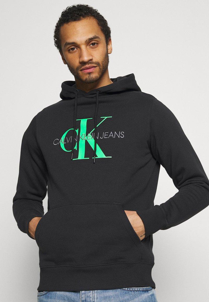 Calvin Klein Jeans - MONOGRAM HOODIE - Huppari - black