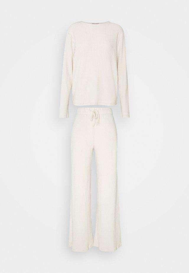 SET - Pyjamas - beige