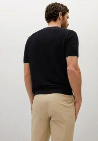Mango - ROSS - Basic T-shirt - black - 5